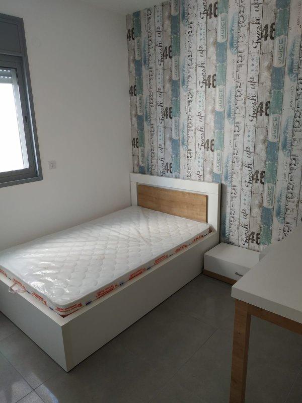 חדר נוער בצבעי לבן עץ