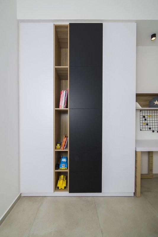 ארון פתיחה שחור לבן