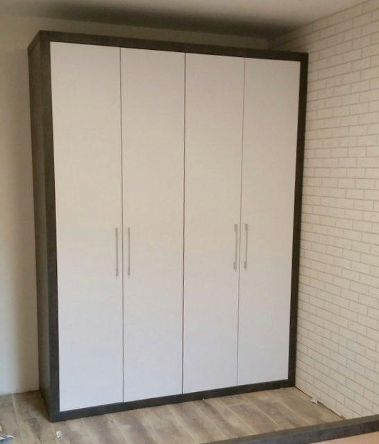 ארונות קיר עם דלתות פתיחה