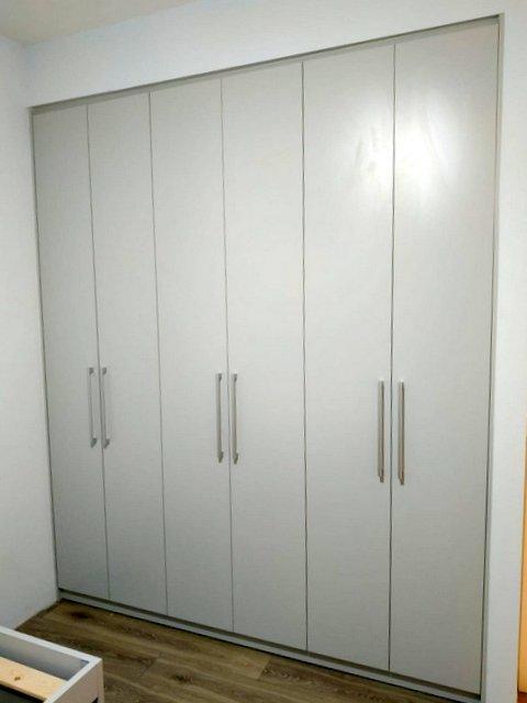 ארונות דלתות פתיחה בהתאמה אישית
